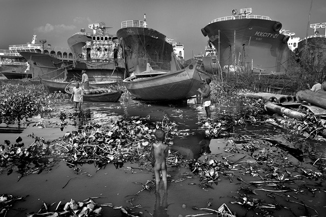 1st Place Winner – Photojournalism Photographer of the Year 2015 – Toxic Water by Larry Louie (Canada)