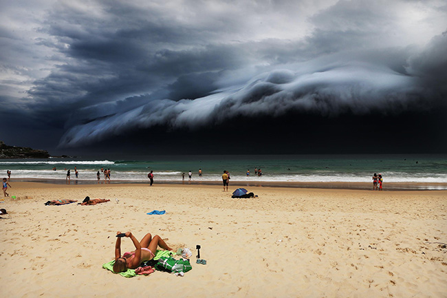 Storm Front on Bondi Beach - Rohan Kelly - A massive shelf cloud moves towards Bondi Beach.